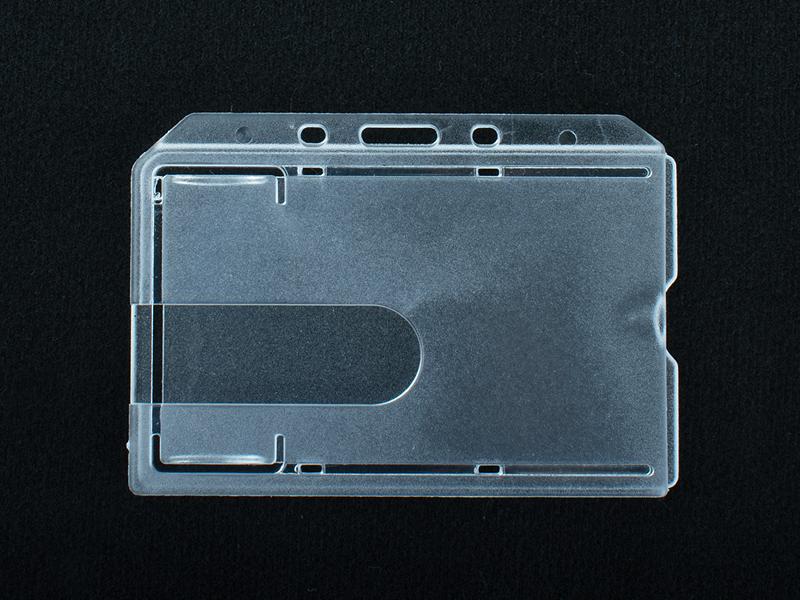 Tuhá plastová visačka pro magnetické karty 54×86 mm - 50 ks
